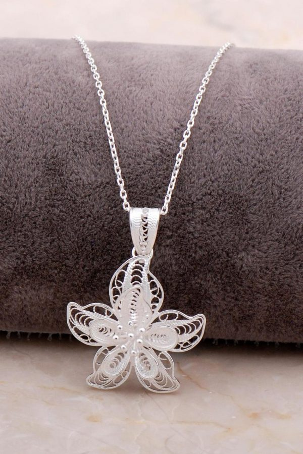 Filigree Engraved Silver Flower Necklace 6871