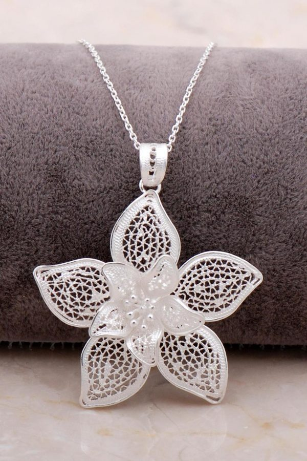 Filigree Engraved Silver Flower Necklace 6878