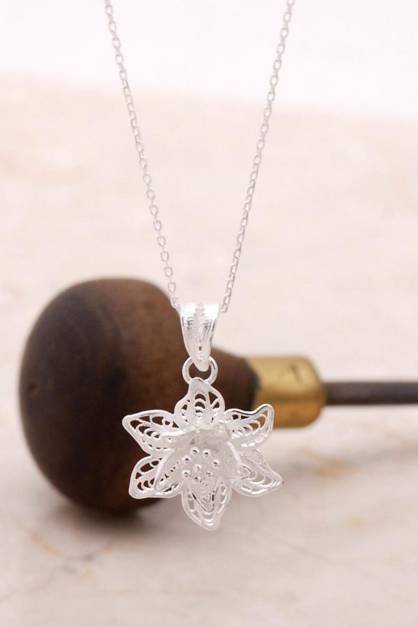 Filigree Engraved Silver Flower Necklace 6882