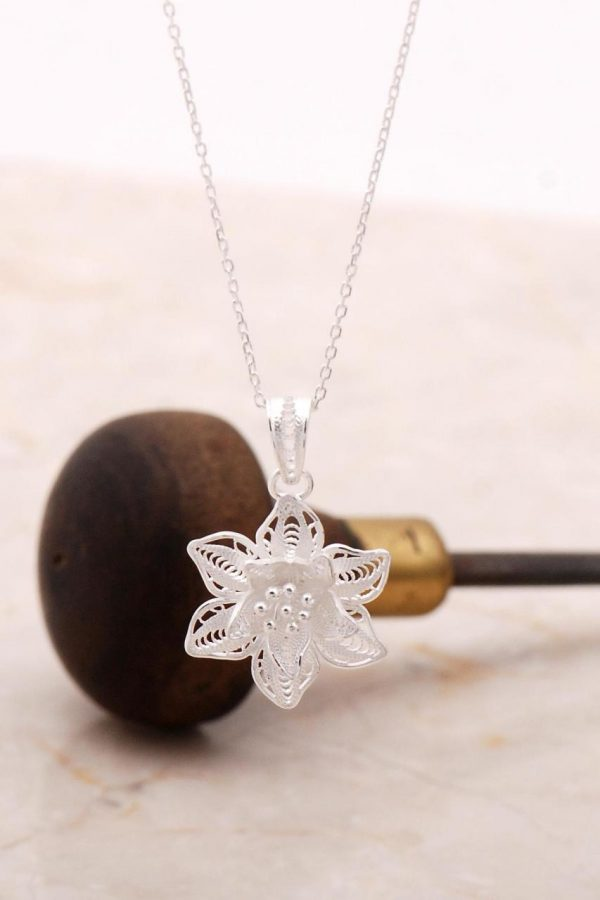 Filigree Engraved Silver Flower Necklace 6886